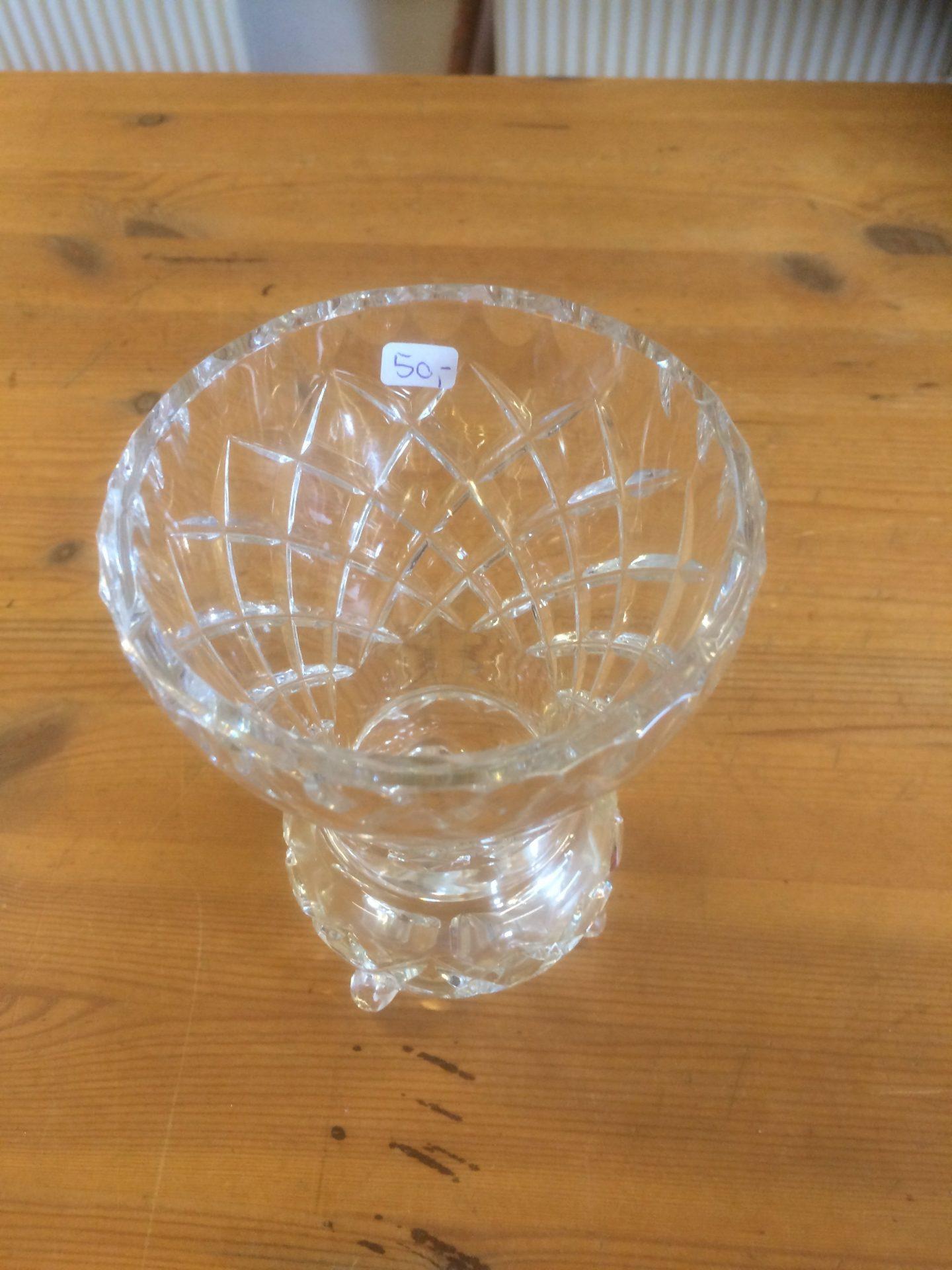 21/30 Krystal vase størrelse 100-150mm pris 50kr
