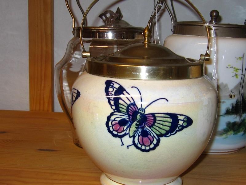 30/30 Kiksspand med sommerfugl pris 800kr.
